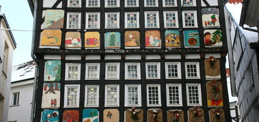 Deutsch: Altes Rathaus am Untermarkt in Hattingen Date : 18 December 2010, 15:56:40. Source : https://commons.wikimedia.org/wiki/File:Hattingen_-_Untermarkt_-_Altes_Rathaus_09_ies.jpg. Author : Frank Vincentz Permission : This file is licensed under the Creative Commons Attribution-Share Alike 3.0 Unported license. GFDL (self made)